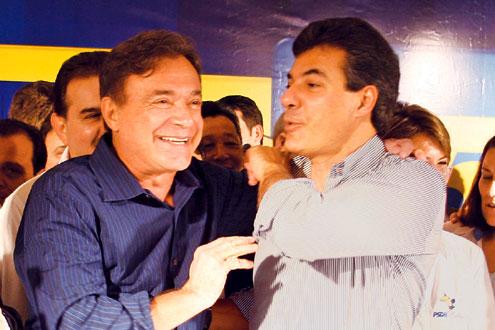 PSDB está unido com Richa e Aécio, diz Álvaro Dias