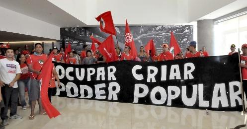 A 35 dias da Copa, país tem série de protesto