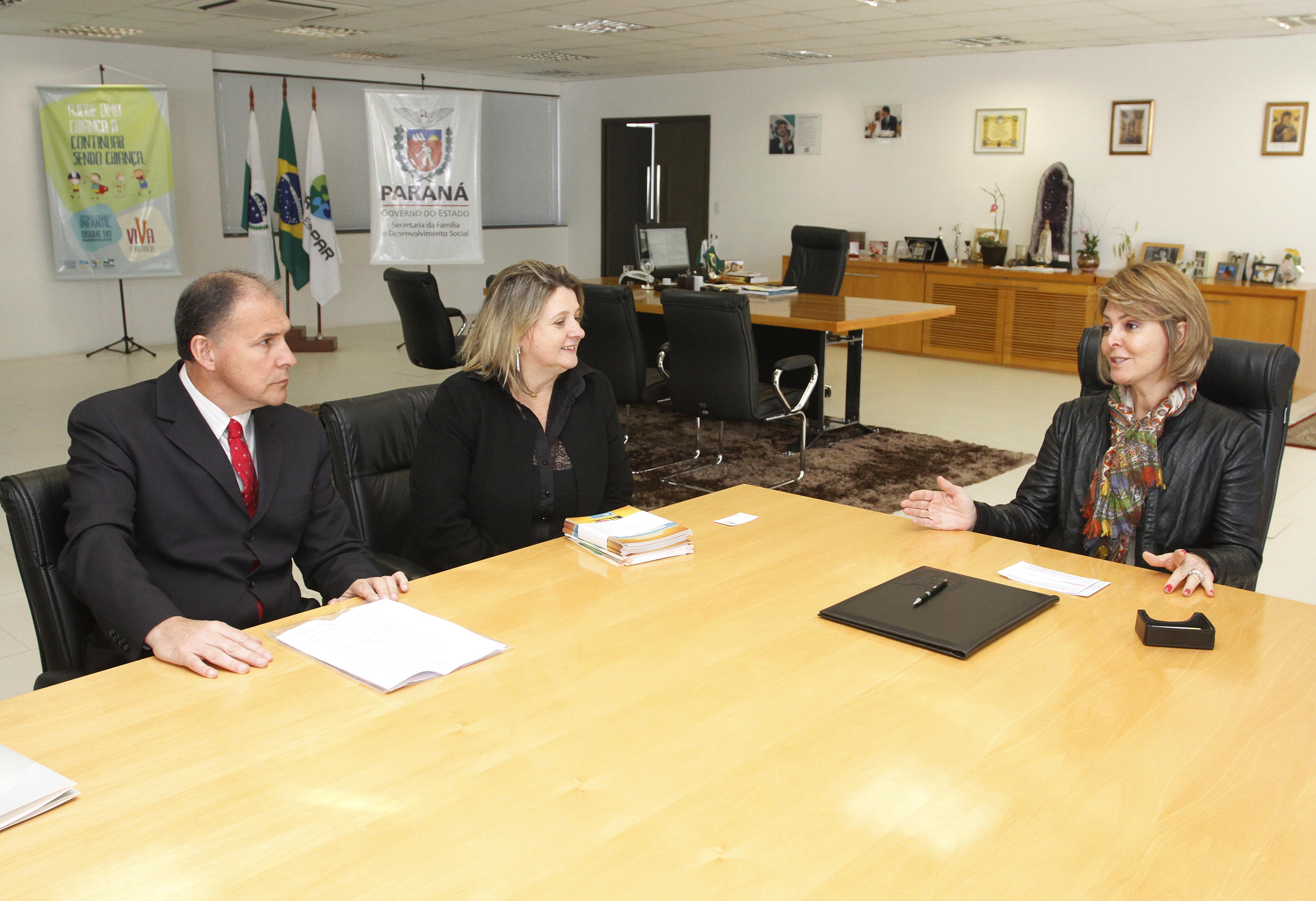 Secretaria da Família e CRC-PR vão orientar famílias carentes  a organizar orçamento de casa