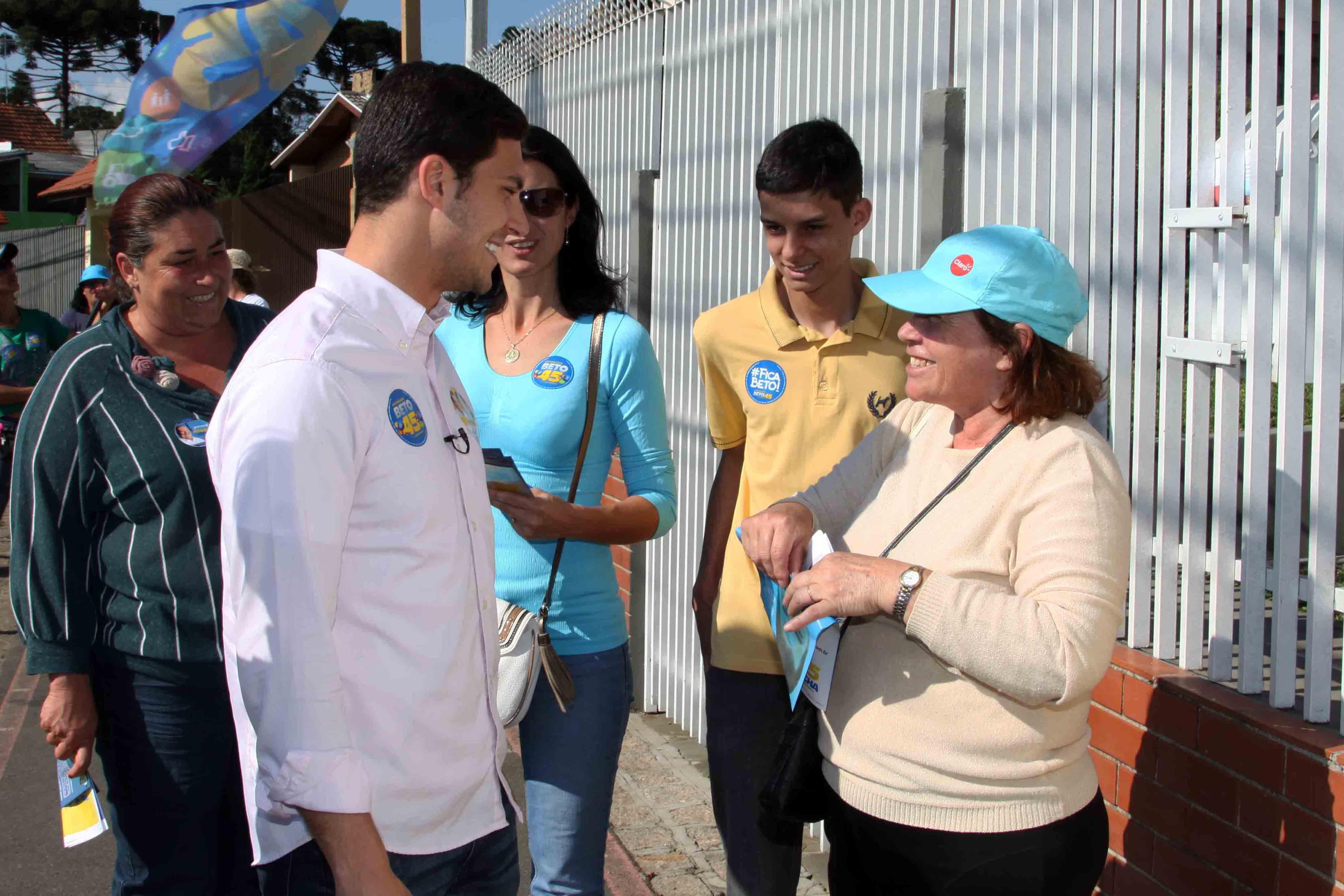 Moradores e comerciantes do São Braz apoiam Beto Richa