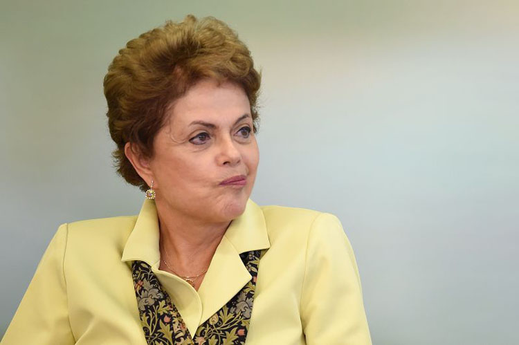 Brazilian President Dilma Rousseff gestures during the signing ceremony of a new biodiversity law at Planalto Palace en Brasilia, on May 20, 2015.AFP PHOTO/EVARISTO SA