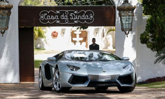 Lamborghini apreendida na casa de Collor vale R$ 3,4 milhões