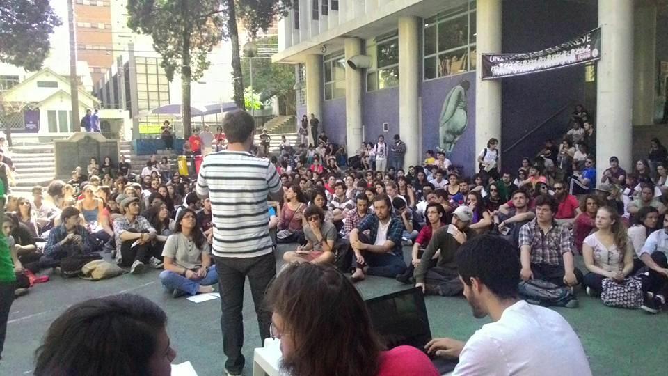 Estudantes ocupam reitoria da UFPR
