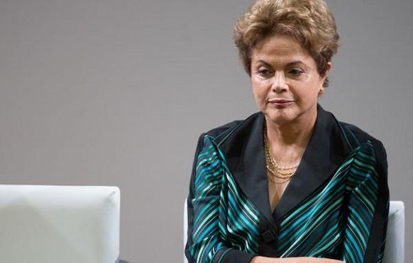 A Presidenta Dilma Rousseff, durante divulgação do modelo da tocha olímpica e a rota de revezamento ( Marcelo Camargo/Agência Brasil)