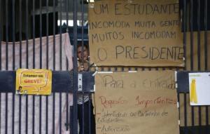 Para 84,2%, estudantes devem desocupar escolas, aponta Paraná Pesquisas