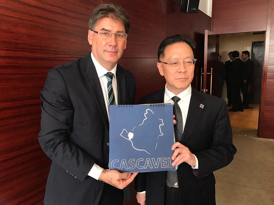 Em Pequim, Paranhos convida chineses para visitar Show Rural de Cascavel