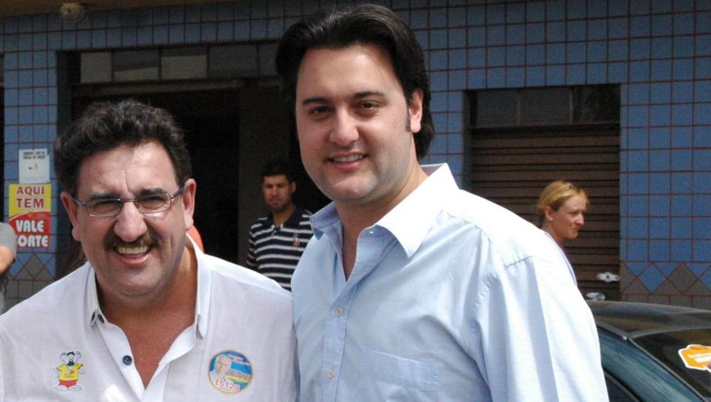 Ratinho Junior pede voto para o pai