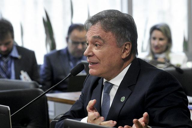 """Alvaro Dias: """"É uma afronta ao estado de Direito um condenado à prisão disputar a eleição"""""""