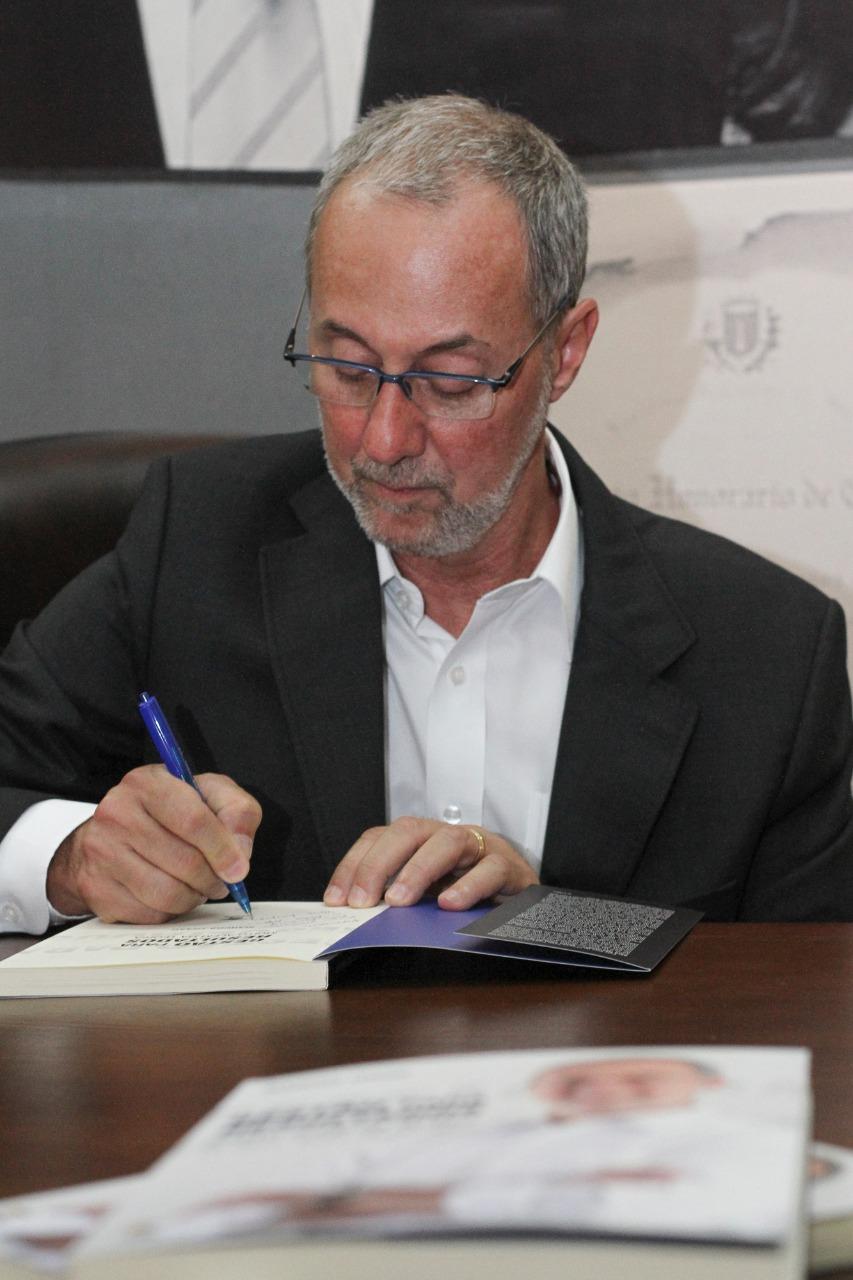 Diretor do Detran lança livro sobre desafios da gestão pública