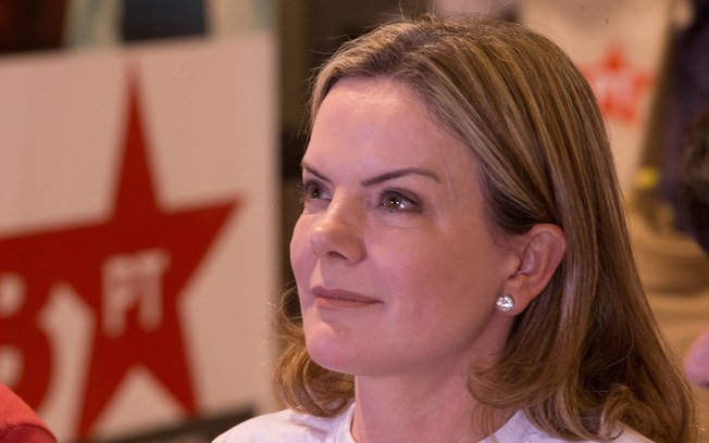 Sem coragem para tentar a reeleição, Gleisi blefa ao falar do lançamento da irreversível candidatura de Lula