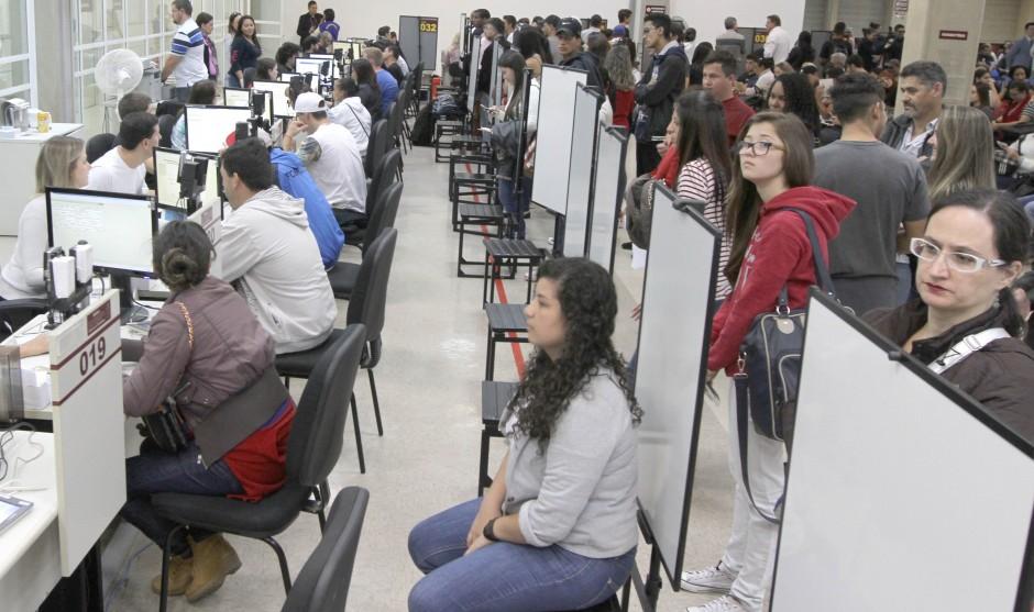 Pesquisa aponta rejeição de jovens à política no Paraná