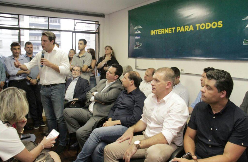 Kassab e Ratinho Junior lançam programa Internet para Todos para 80 municípios do Paraná
