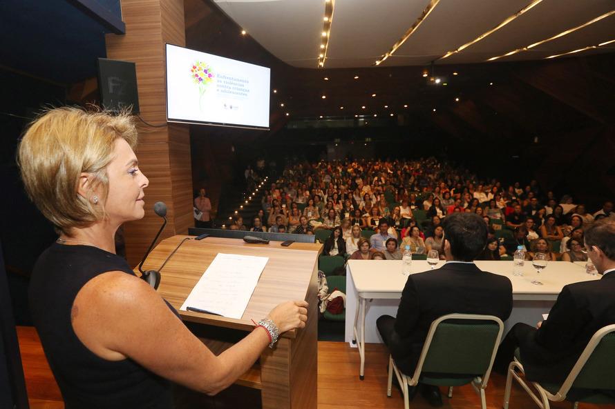 Fernanda Richa reforça união da rede de proteção no Paraná