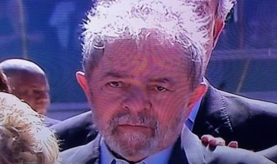 A farsa do Lula mártir