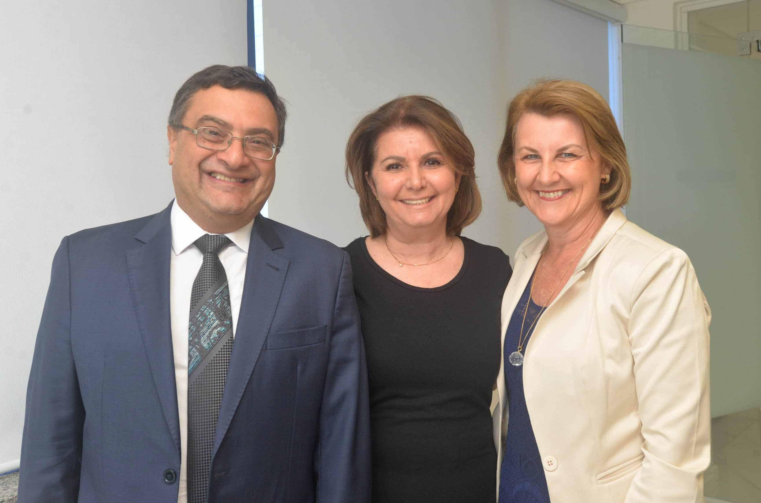Michele Caputo participa da diplomação dos conselheiros regionais de enfermagem do Paraná