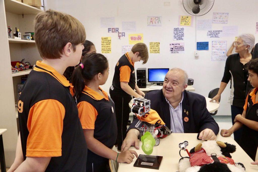 Greca confirma repasse de R$ 3,2 milhões para escolas, creches e centros de educação