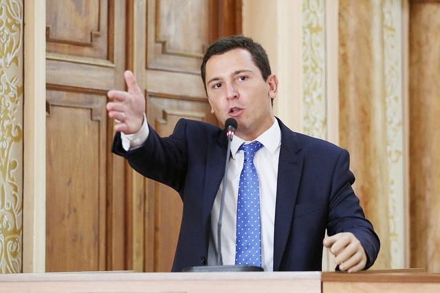 Pier propõe moção de repúdio a Agnaldo Timóteo