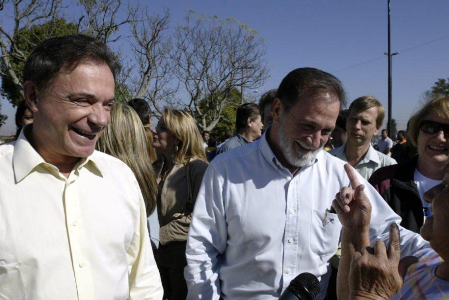 Alvaro abandona irmão Osmar por votos do Paraná à Presidência