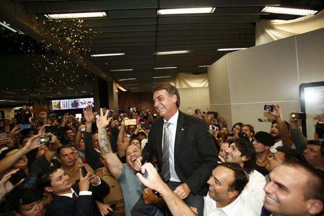 Bolsonaro promete lavar local onde Lula fará discurso em Curitiba