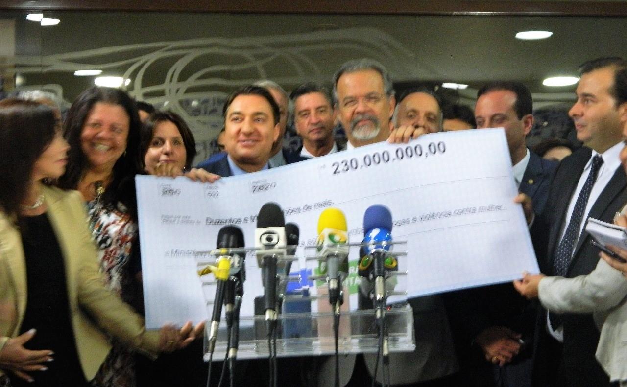 Giacobo anuncia a devolução de R$ 230 mihões para União investir na segurança pública