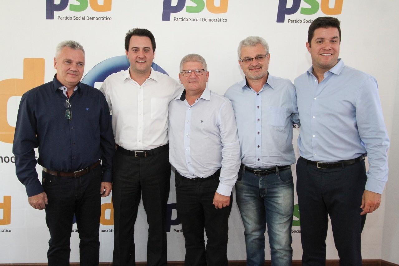 Requião perde três prefeitos para Ratinho Junior