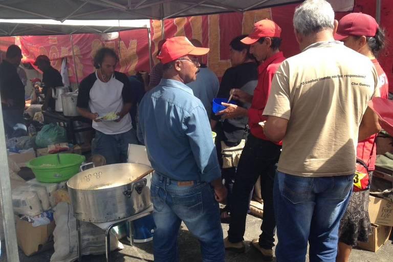 Lulistas vão levantar acampamento em Curitiba