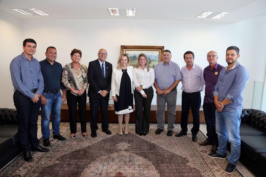 Cida garante apoio e investimentos aos municípios do Paraná