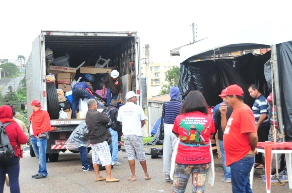 Lulistas começam desmonte de acampamento em frente da PF