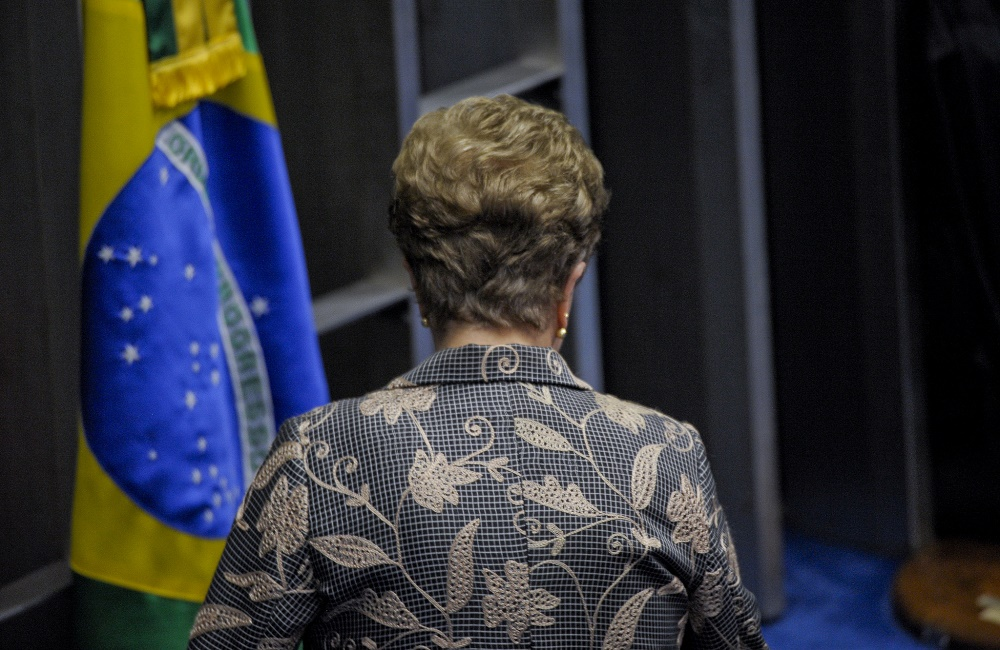 Dilma é ficha suja e não pode disputar coisa alguma