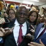 Para evitar fuga de apoiadores, aliados divulgam ideias de Joaquim Barbosa