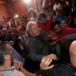 Já admitindo a permanência de Lula, PT transfere sede para Curitiba