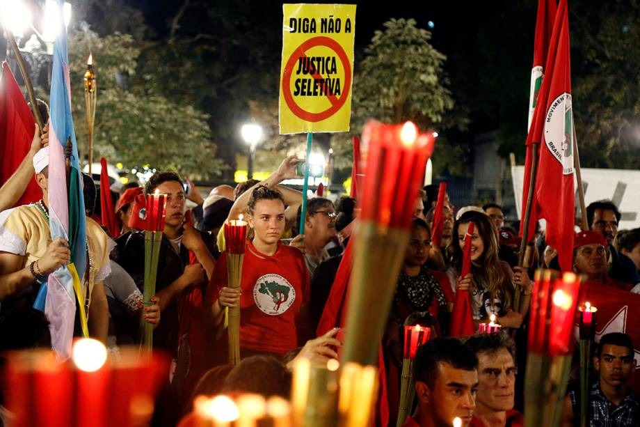Justiça multa PT em R$ 5,5 milhões por manter vigília de Lula em Curitiba
