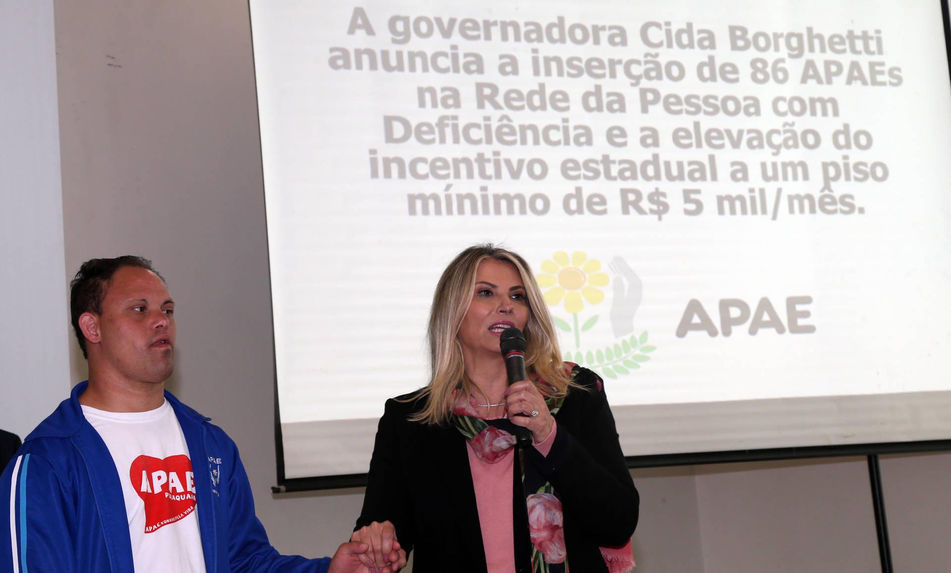Cida anuncia repasse de R$ 65 milhões para Apaes do Paraná