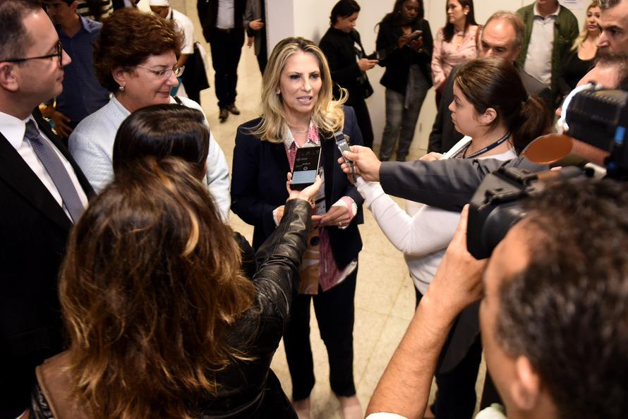 Em 40 dias, Cida repasse R$ 235 milhões para obras em 220 cidades do Paraná