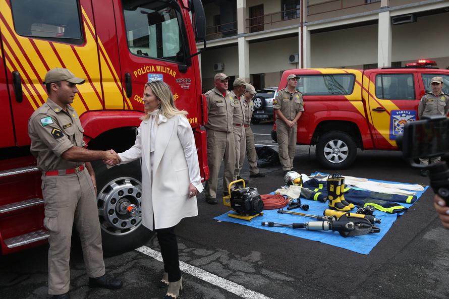 Cida confirma R$ 4 milhões em viaturas, ambulância e caminhão para Polícia Militar