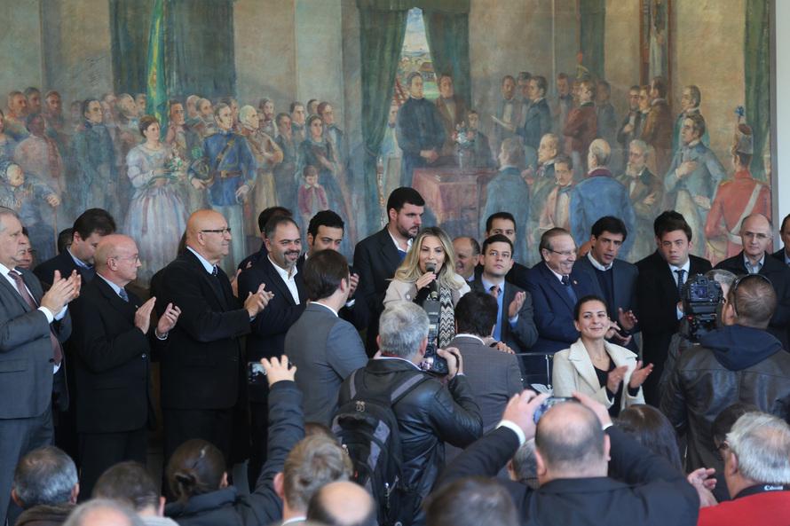 Cida repassa R$ 74,5 milhões para obras em 106 municípios