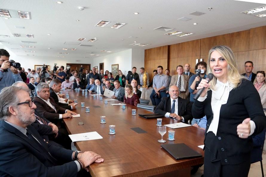 Cida autoriza repasse de mais R$ 17,1 milhões para obras em 34 cidades