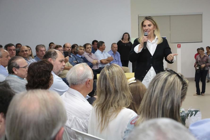 Cida repassa R$ 27 milhões para obras em 32 municipios