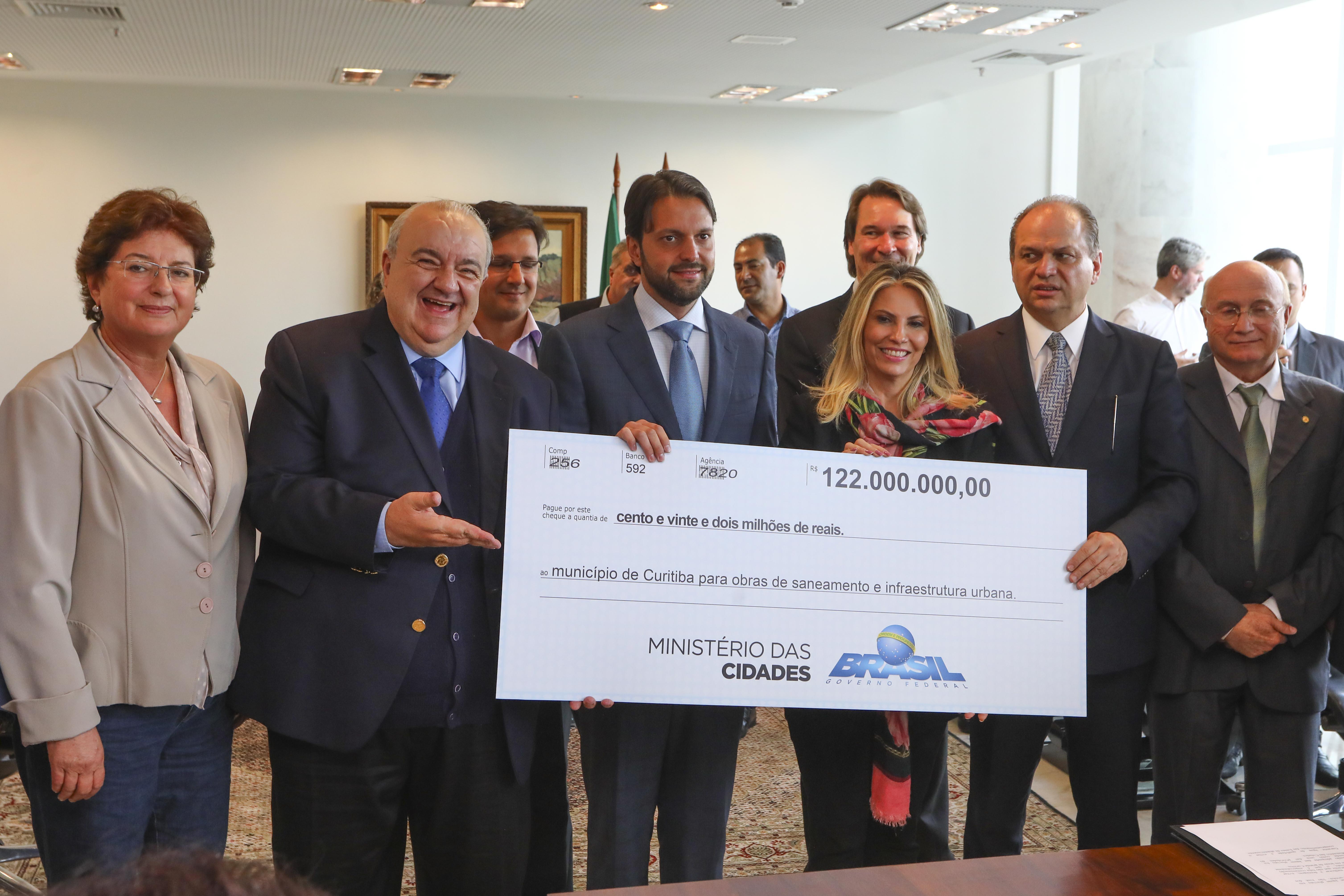 Greca e Cida garantem R$ 174 milhões para mobilidade e drenagem na Grande Curitiba