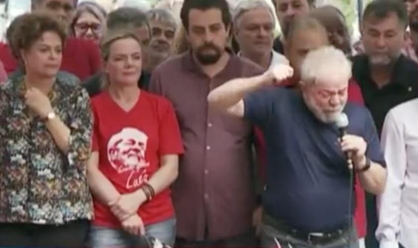 """No cárcere, o alarife Lula queixa-se de Gleisi e chama a presidente do PT de """"incompetente"""""""