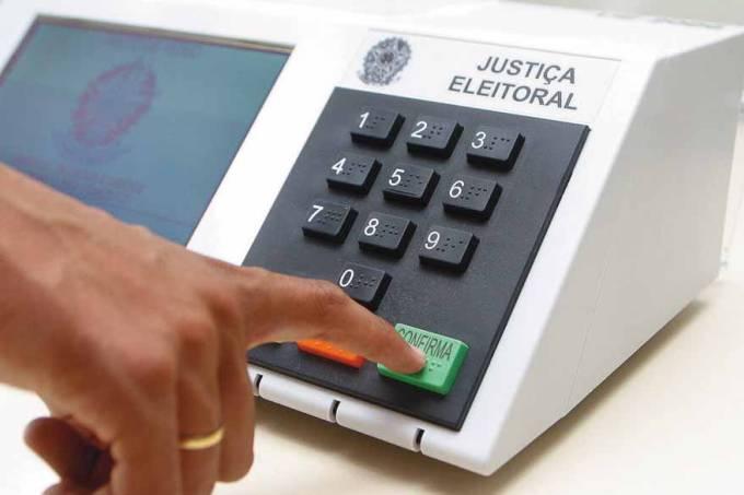 resolução para regulamentar a distribuição de recursos do Fundo Eleitoral público, de 1,716 bilhão de reais, para financiar campanhas.